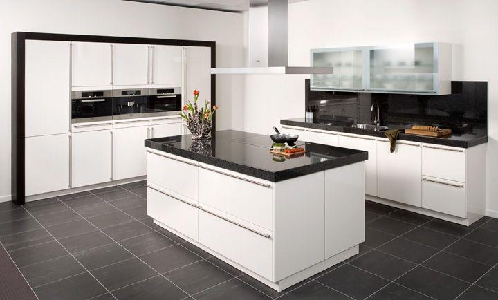 Strakke keuken met hoge kasten en eiland kitchen modern style pinterest kitchens and - Modern keukenplan ...