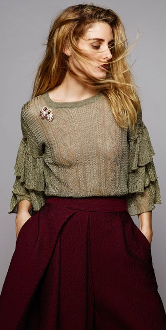 http://www.pensorosa.it/trends/34-idee-su-come-indossare-la-spilla.html olivia-palermo-spilla-look-inverno-gonna-bordeaux