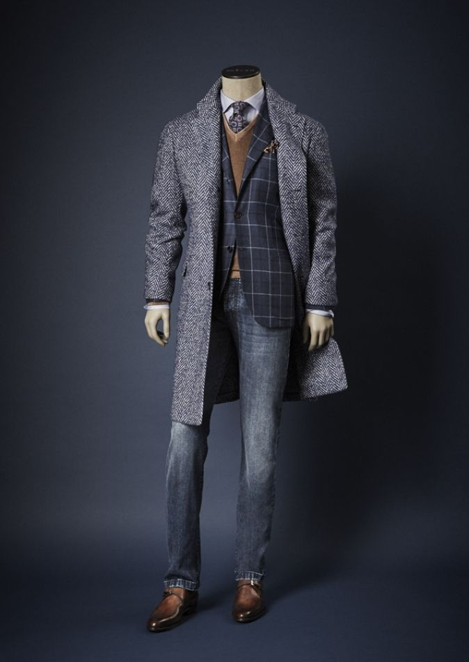 COAT US393KC 1L2803 35% CASHMERE 22% WOOL 17% ALPACA 15% SILK 6% NYLON - JACKET UG90 1L1413 100% CASHMERE – SWEATER UK23 I15 1227F 100% CASHMERE – TROUSERS UPNJS 3L4403 99% COTTON 1% ELASTANE - SHOES USSMARO N10019 CALF - TIE & POCKETSQUARE 100% SILK