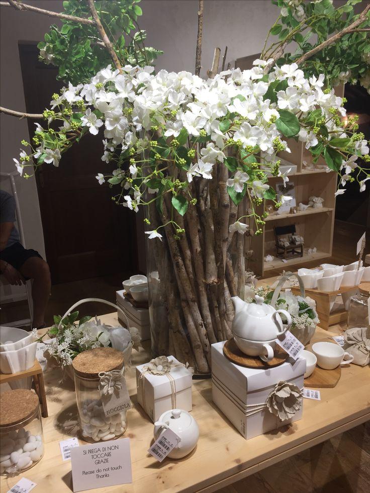 www.elisa-regali.it bellissimi fiori finti per rallegrare la tavola