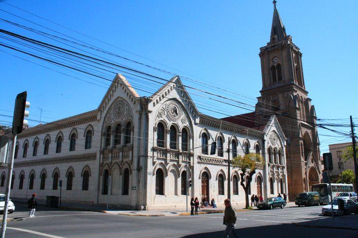 La iglesia Sagrados Corazones de Valparaíso posee una arquitectura Gótica. www.finisnova.com