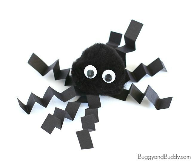 This cute pompom spider craft is perfect for Halloween! This simple craft for kids would make a great activity for a classroom Halloween party.