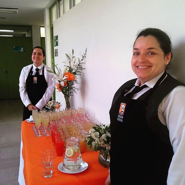 Estamos listos para el cóctel de  inauguración de un laboratorio en Playa Ancha…