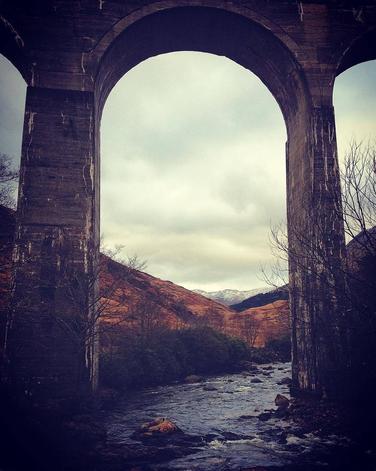 There's something utterly magical about the Glenfinnan viaduct in the Scottish Highlands & we ain't just talking about Harry Potter here!  . Hogwarts fan or not you HAVE to put this on your list! Well done to @tantereisandeaase for this wonderful photo! #Highlands #Glenfinnan #GlenfinnanViaduct #Railway #Arch #Mountains #Train #Hogwarts #HogwartsExpress #HarryPotter #ScottishFilmLocations #Bridge #IAD2016 #VisitScotland #LoveScotland #ScotSpirit by visitscotland