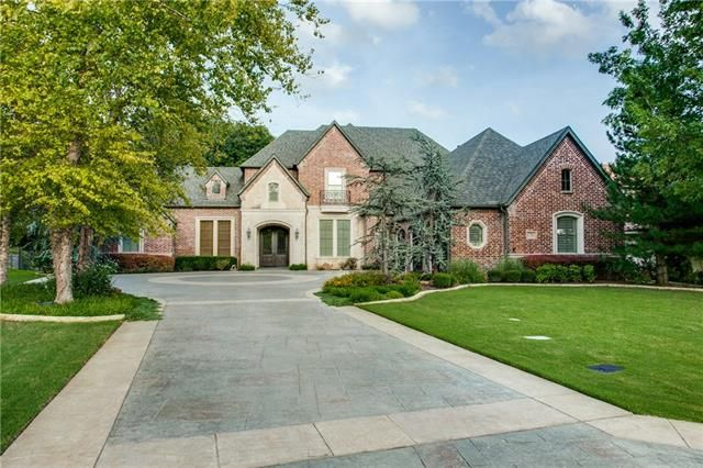 Luxurious Custom Estate located on huge creek lot in gated Hills of Breckinridge. Stunning iron double doors, open floor plan, wall to wall windows, hardwoods, floating staircase. Amazing kitchen with large island, granite, gas, & stainless appliances. Freshly updated Master suite with Karastan carpet Jan 2016 + huge closet, downstairs media. Oversized 3 car garage, motor court, private community lake, Breckinridge Park & 3 Golf Courses nearby.