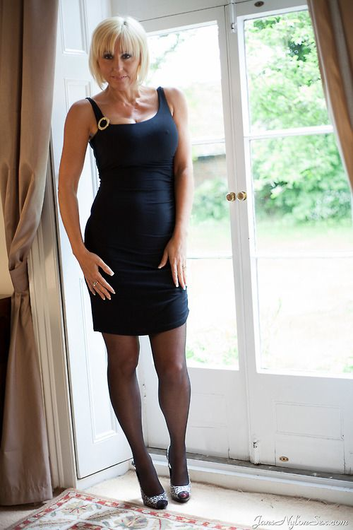 cooks milf personals Report 05:45 bridget, a newly divorced hot cougar, has been dating around town a lot her first guy comes over and convinces him to lower his pants for her.