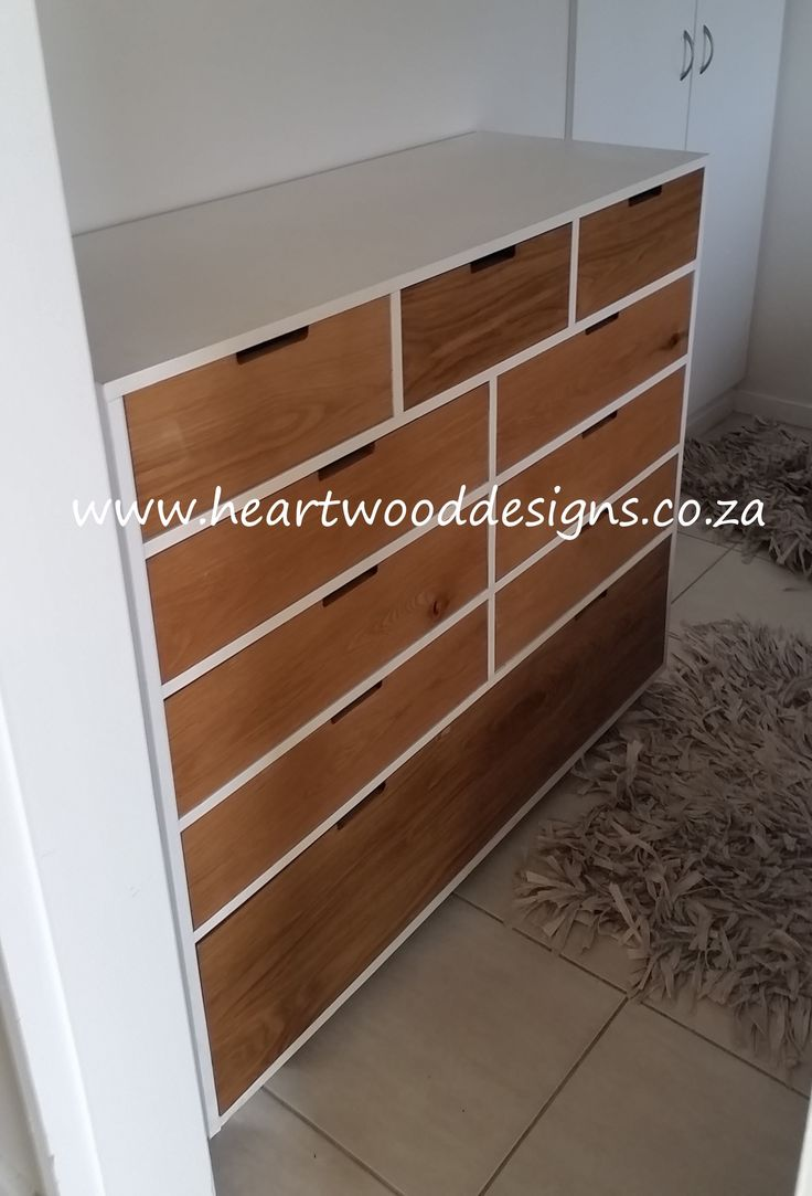 A bespoke chest of drawers.  Our client liked the contemporary sophistication of white and natural oak.  It was made for a narrow space, which meant no handles.  A chic yet practical piece with 10 drawers offering excellent storage space.