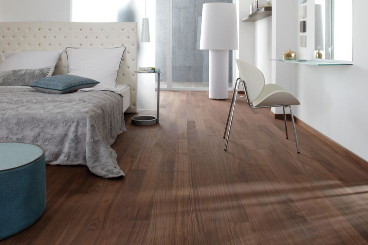 Megapark di @bauwerkparkett  parquet lista lunga con supporto in abete. legno nobile - 4mm - noce americano Dimensioni 1250x100x11mm #pavimenti #cameredaletto #bedroom #floors