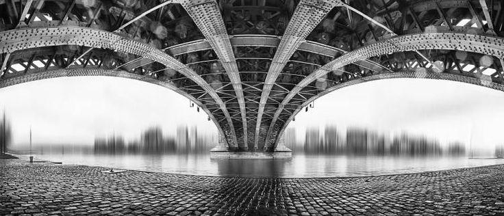 Afbeelding  EM-Photographies - Under The Iron Bridge