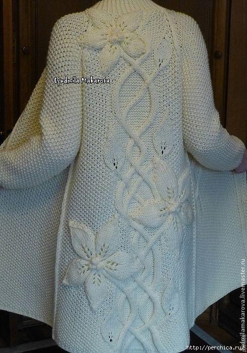 Шикарное вязаное спицами пальто с декором крупными цветами. Обсуждение на LiveInternet - Российский Сервис Онлайн-Дневников