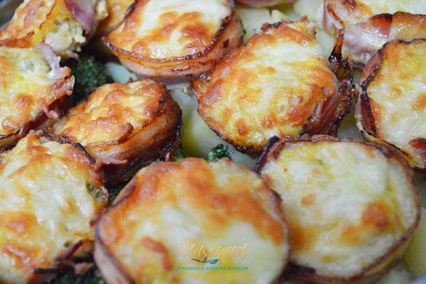Muffin formában sült sajtos-baconos csirkemell