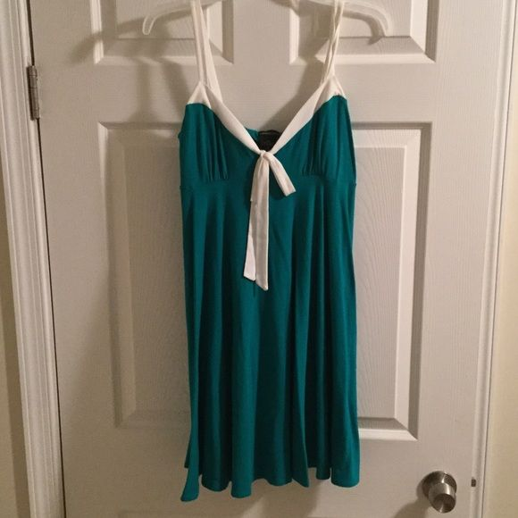 SALE! Moda International Green Summer Dress! Size medium, fits true to size. Worn once before having kids, now doesn't fit quite right! Moda International Dresses Midi