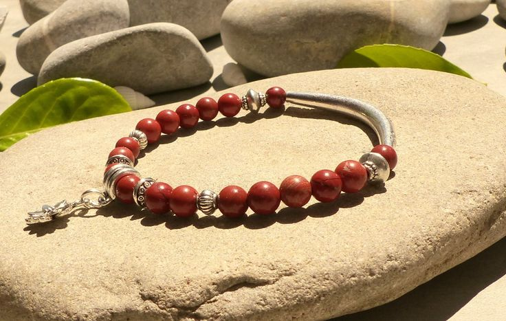 Bracelet en jaspe rouge, bracelet fleur de lotus et pierres naturelles, bijou zen fait main : Bracelet par lapassiondisabelle