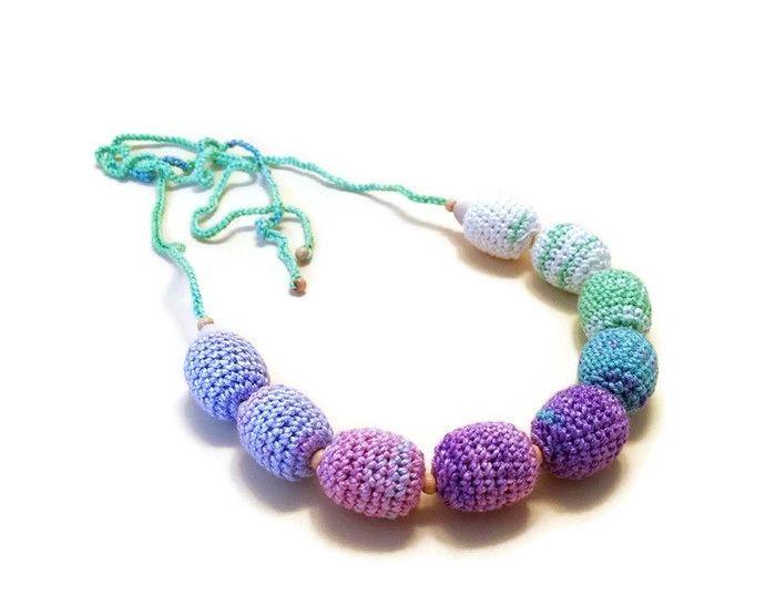 horgolt nyaklánc lila, zöld és pasztell sárga színekben / crochet necklace in purple, green and pastel yellow colors