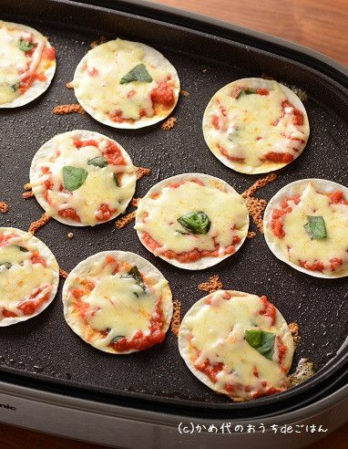 「ホットプレートですぐできるつまみ教えて!」と言われたら、まずはこれ! 餃子の皮ピザは、みなさん作られていると思います^^ 具はなんでもお好みで。私は最近は、…