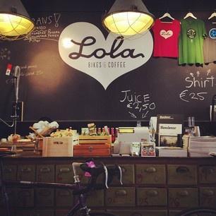 Lola coffee and bikes.  Lola Koffie  Geweldig