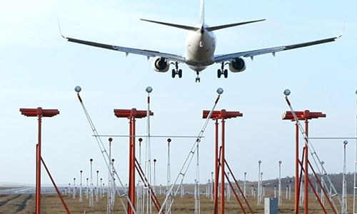 LAHORE (92 News) – The Instrument Landing System has been installed at Allama Iqbal International Airport, making it easy for planes to land even during thick fog. After the installation of Instrument Landing System, the new runway would become operational for 24 hours. Qatar has donated the system to Pakistan. Now the plans will be