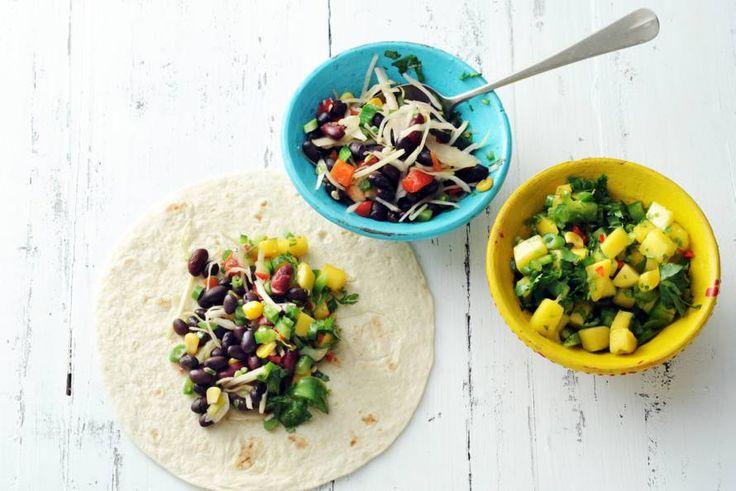 Burrito met bonen-groentechili en mole - Recept - Allerhande