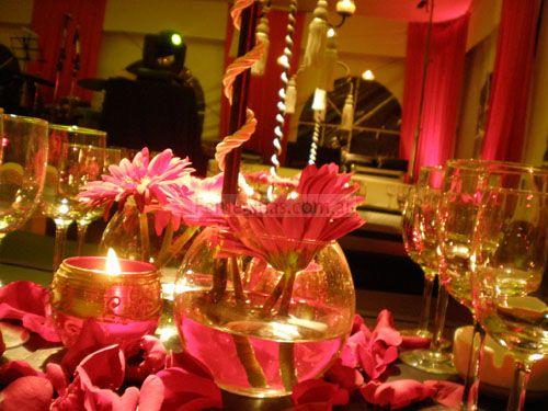 Centro de mesa para boda con velas arreglos florales for Ambientacion para bodas