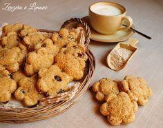 Questi biscotti integrali sono la scelta giusta per una colazione sana e genuina. Preparati con ottimi ingredienti sono dei bocconcini davvero naturisti