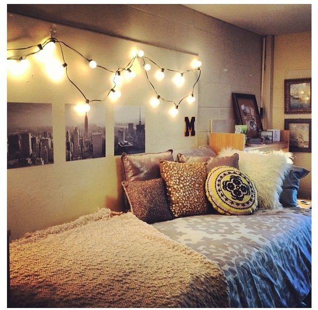 Light tumblr room room decoration ideas pinterest for Cool dorm room setups