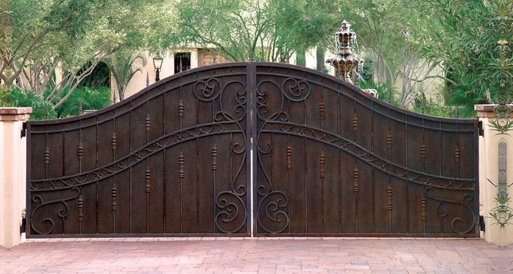 An exquisite set of Iron Drive gates, located in Paradise Valley, AZ. These are double-sided, with the front and back sides an exact match. These feature a multi-layered, faux patina finish that replicates years of weathering and oxidation, when in fact they are brand new.