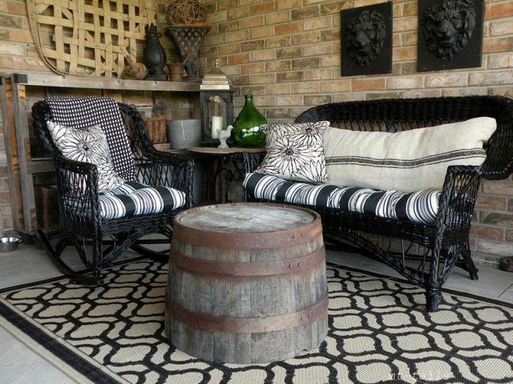 cute idea! half wine barrel as a table.Wine Barrels, Diy Style, Diy Sprays, Outdoor Patios, Wicker Furniture, Backyards Spaces, Sprays Painting Wicker, Front Porches, Barrels Tables