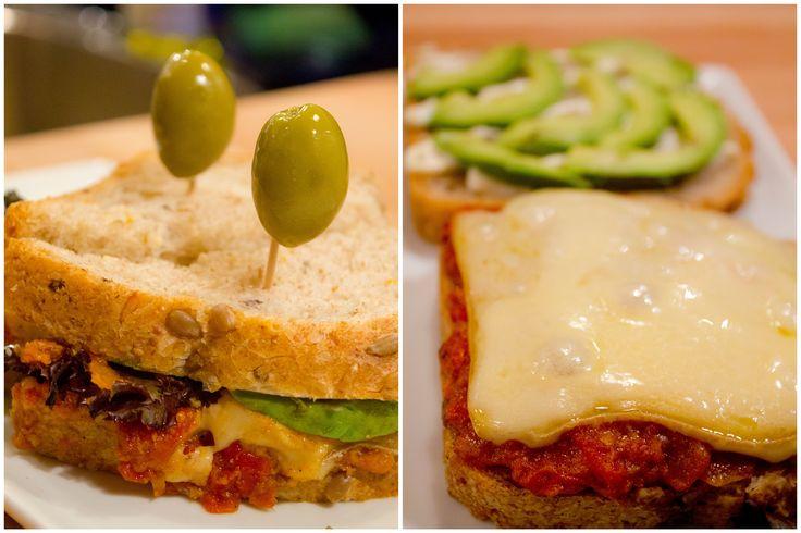 • PABLO – Queso 1608  Délicieux fromage de Charlevoix (Québec)  Avocat, noix, tomate, laitue et fromage. Sauce romesco maison au piment et poivron rouge grillés dans l'huile d'olive première qualité.