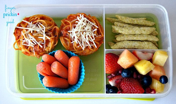 Here's what's inside: MOMables Spaghetti Cupcakes= 40 carbs Harvest Snaps Snapea Crisps= 8 carbs Fresh Fruit (strawberries, blueberries, pineapple, cantaloupe, pomegranate seeds)= 12 carbs Carrots= 4 carbs  Lunch Total= 64 carbohydrates