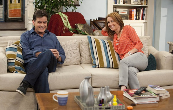 FX Comedy opted for 9:30 pm on Thursday as regular time slot for Charlie Sheen's comedy show 'Anger Management', which resulted in dropping of 2 million viewers.: Charlie Sheen, Seasonpremier Charlie, Management Series, Favorite, Shawn Smith, Anger Management, Seasonpremi Charli, Charli Sheen, Shawnee Smith