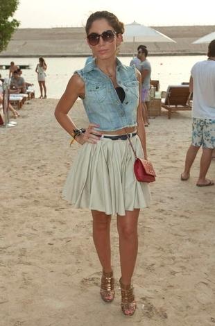 Cropped top & denim. High-waisted skirt.