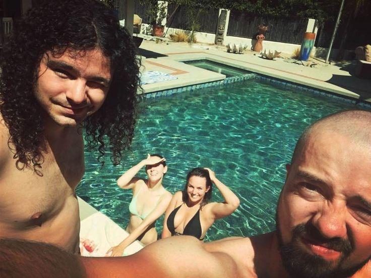 Ewa Farna se v USA svlékla do plavek a skočila do bazénu.
