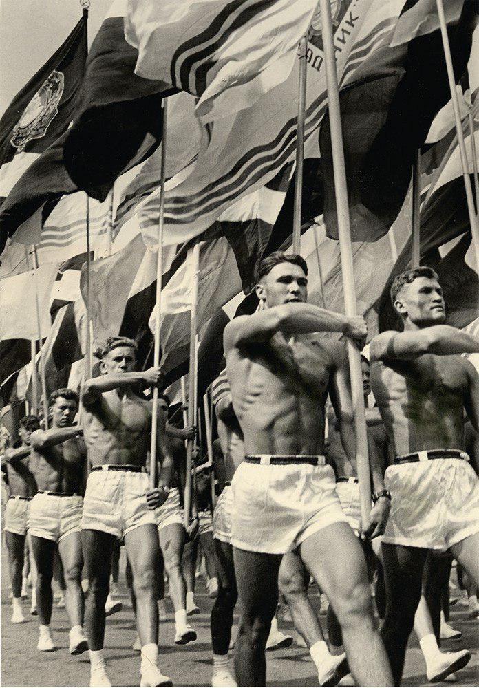 Парад преподавателей Советского спортзала в Москве (1956 год)