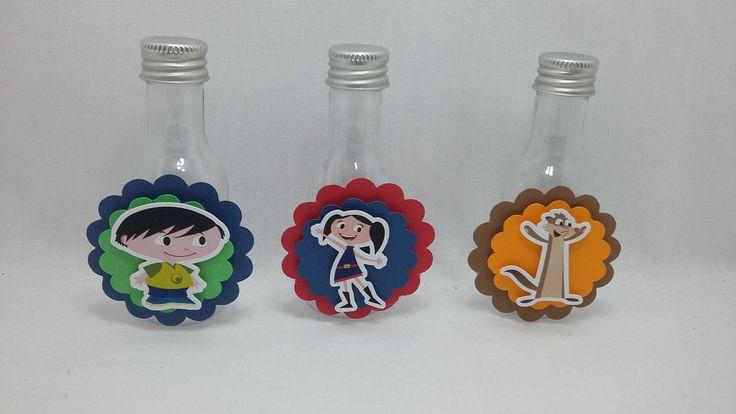 Garrafinha plastica de 50ml, decoradas com papel de 180 gramas. <br>Pode ser produzida em outras cores e temas.