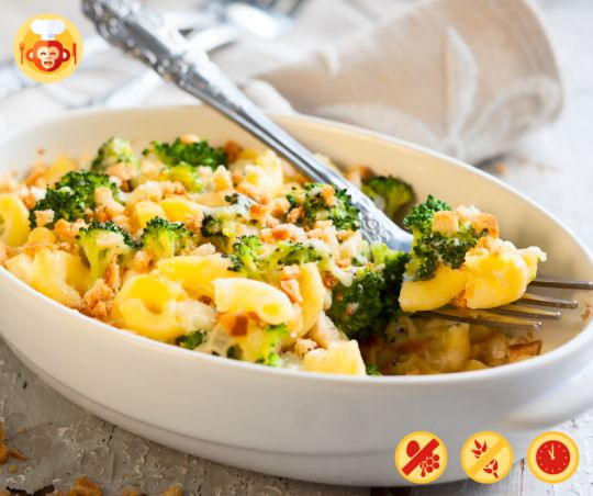Vegan mac and cheese.  #vegan #diet #macadncheese #cheese #baking #recipe #ideas #glutenfree #lactosefree #food #foodporn #homemade #easy #yummy #delicious #pasta #broccoli