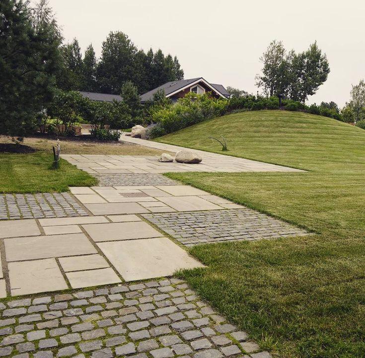 123 отметок «Нравится», 3 комментариев — Ландшафтная студия Ботаник (@botanik_spb.ru) в Instagram: «Комбинированное #мощение: колотый #габбродиабаз и пильный #песчаник. Частный сад, Лен.обл.…»