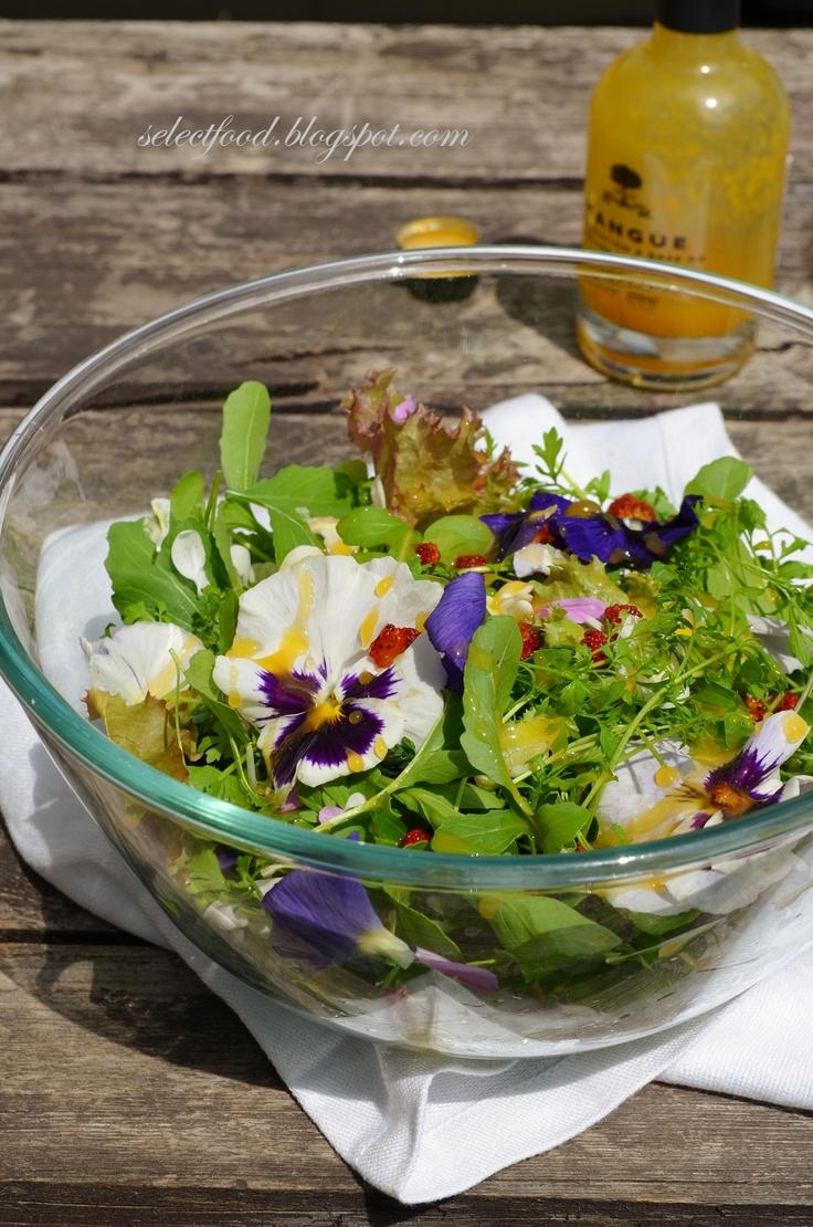 Libazsírban konfitált nyúlcomb, virágos salátával