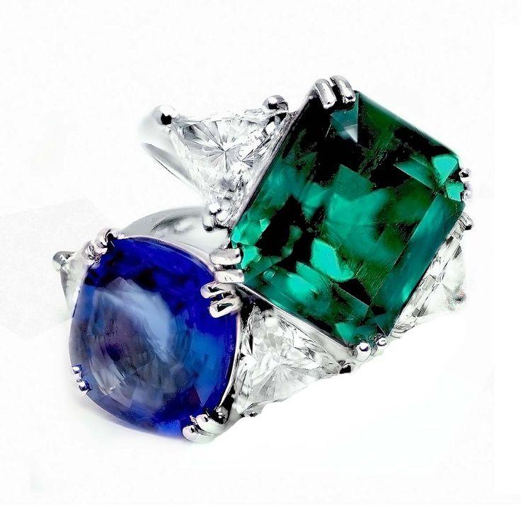 Anelli in oro bianco con smeraldo e zaffiro blu. Rings in white gold with emeralds and diamonds