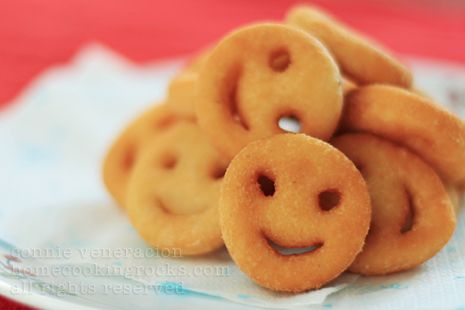 Looking for a fun new recipe to try? Check out the most adorable smiley fries ever! Get the full recipe here===>