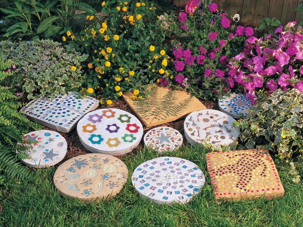 Great summer vacation project to do with the kids.  How to Make Steppingstones : Outdoors : Home & Garden Television