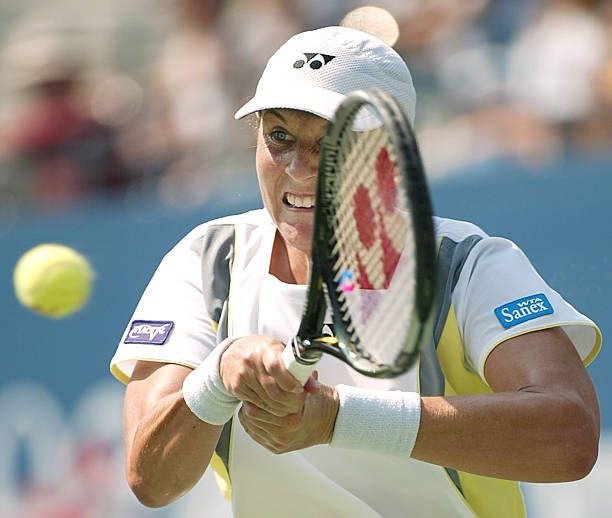 Monica Seles Of The Us Hits A Backhand At Martina In 2020 Monica Seles Martina Hingis Martina