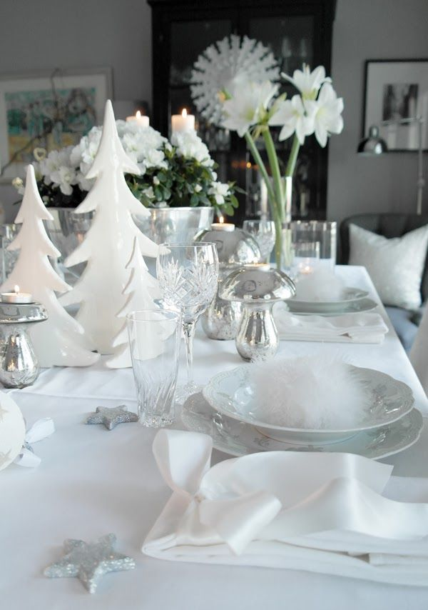 Christmas table setting/tablescape in white and silver. http://anettewillemine.blogspot.