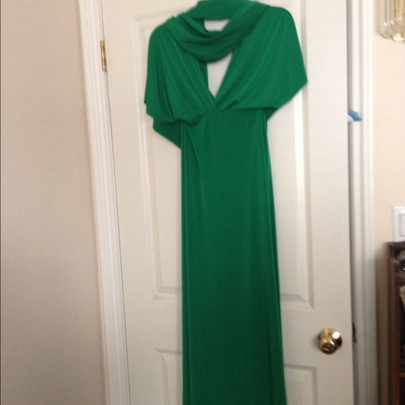 Kelly Green Von Voni Transformer Dress Famous Transformer dress in Kelly Green. So many different ways to wear this dress!  Instructions will be included. Von Voni Dresses