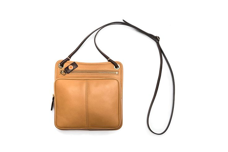 Cross body bag / Bandolera cruzada. Small Leather Goods - Accessories: Designed to help you move around the city lightly. Its carefully studied dimensions allow you to carry all your essentials.