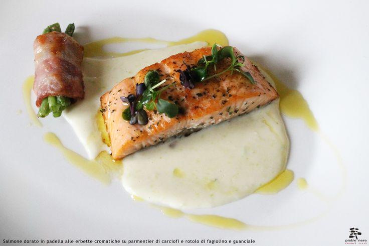 Salmone dorato in padella alle erbette aromatiche su parmentier di carciofi e rotolo di fagiolino e guanciale - Spirito Mediterraneo Modica