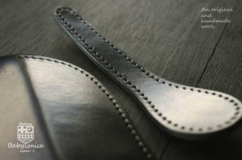 午前ここまで。 #madeinjapan #leathercraft #creema #iichi #minne #leatherwallet #handsewn #leatherwork #babylonica #vegtan #vegetabletanned #craftsmanship #handstitched #pentaxk30 #いわき市 #経過報告 #手縫い #ヌメ革 #革財布 #ハンドメイド #長財布 #サドルレザー #栃木レザー #レザークラフト #本革...