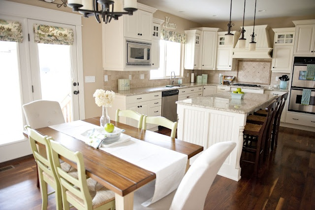 kitchen/diningHome Tours, Dreams Kitchens, Sita Montgomery, Montgomery Interiors, Family Rooms, Kitchens Layout, Families Room, White Cabinets, White Kitchens