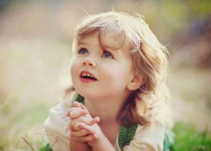 -Πολλές φορές,  πάτερ, σας άκουσα να λέτε για την αξία και την δύναμη της προσευχής. Με εντυπωσίασε, όταν είπατε πως, απ' όλες τις αρετ...