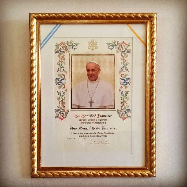 Enmarcado de Bendición Papal con Marco Dorado a la Hoja