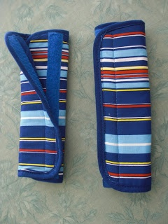 DIY seat belt covers from Obsessively Stitching: Pot Holder Seat Belt Covers -- TUTORIAL  Now if I add a stuffed animal, I might convince my kid she has a Seat Pet that she's been asking for.